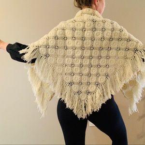 Vintage 60s Daisy Pattern Crochet Shall
